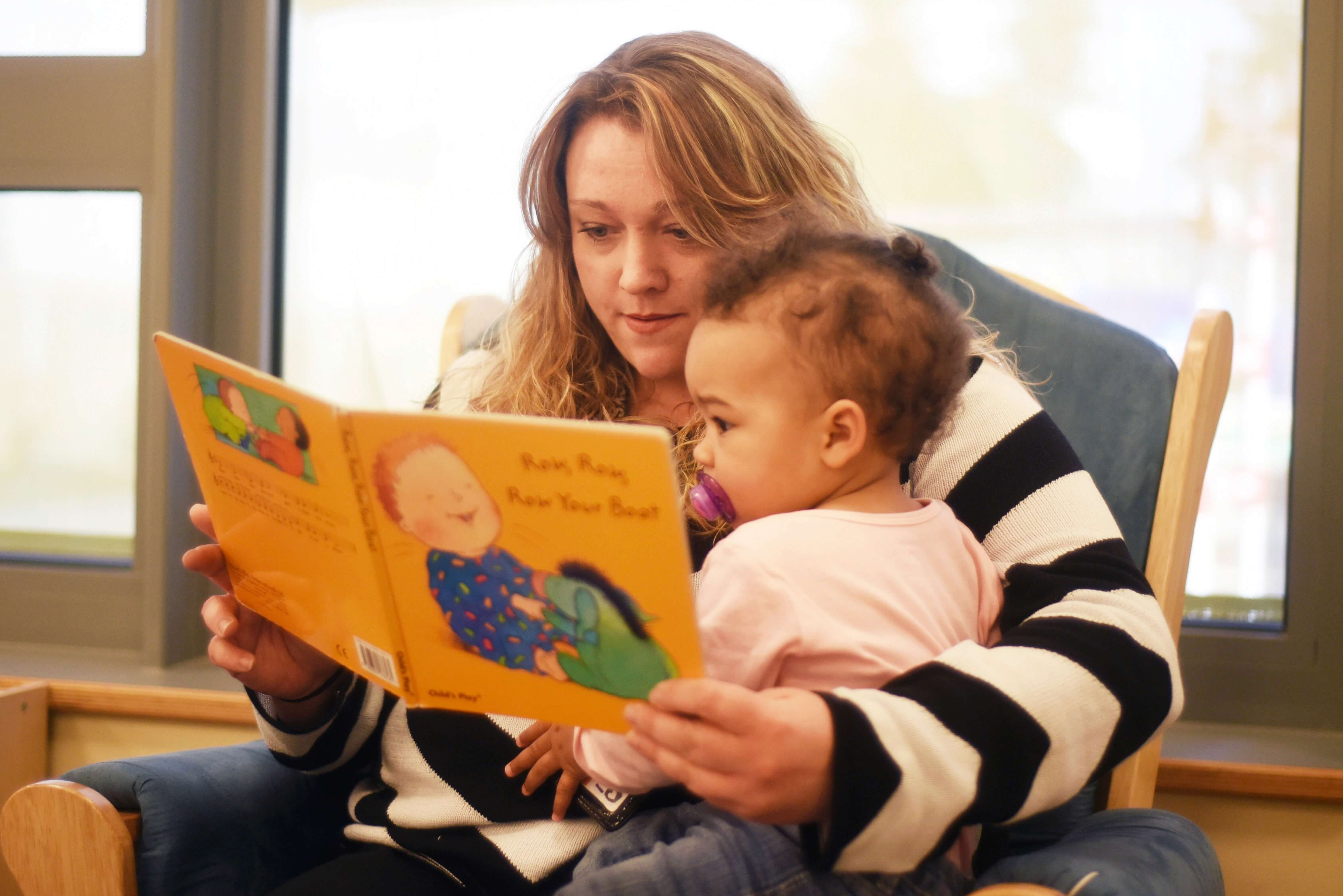 parent teaching baby to read