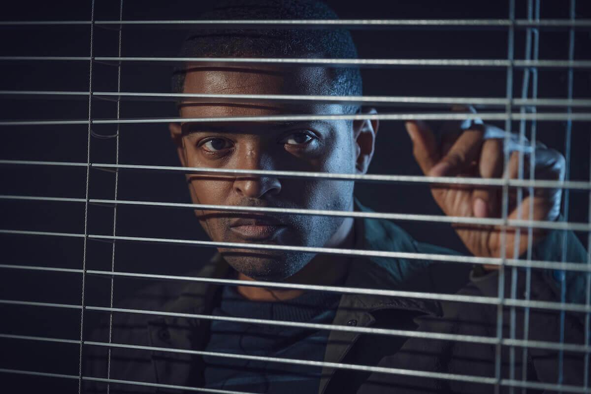 noel clarke looking through blinds