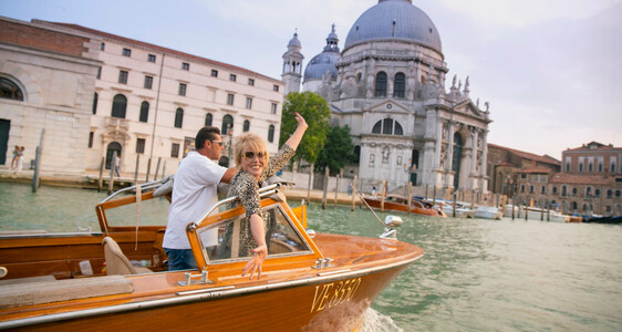 joanna lumley on a boat in venice