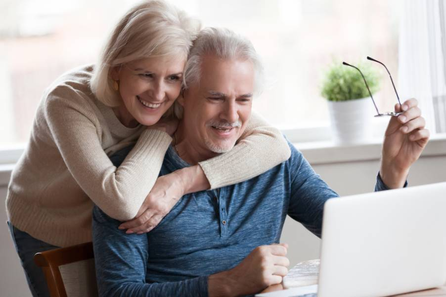 senior couple choosing an independent living community in st. louis