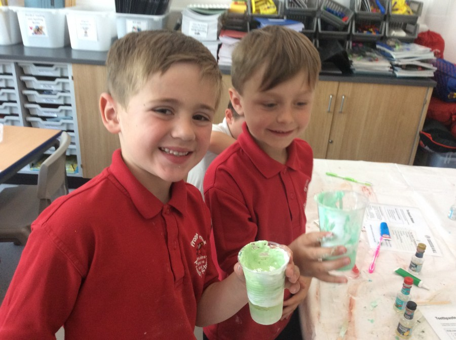 Clean teeth and hands in year 2