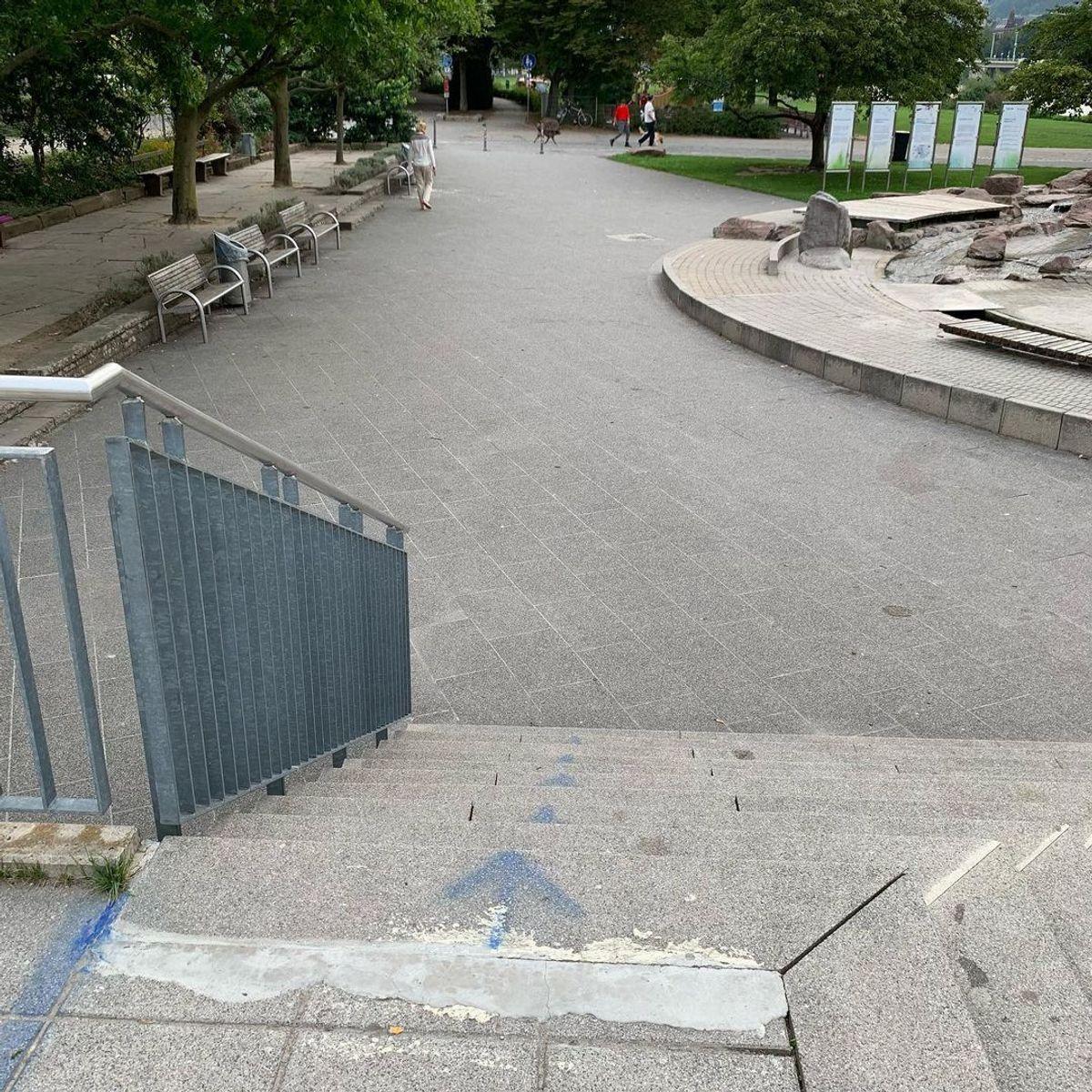Image for skate spot ku17 - 10 Stair Rail