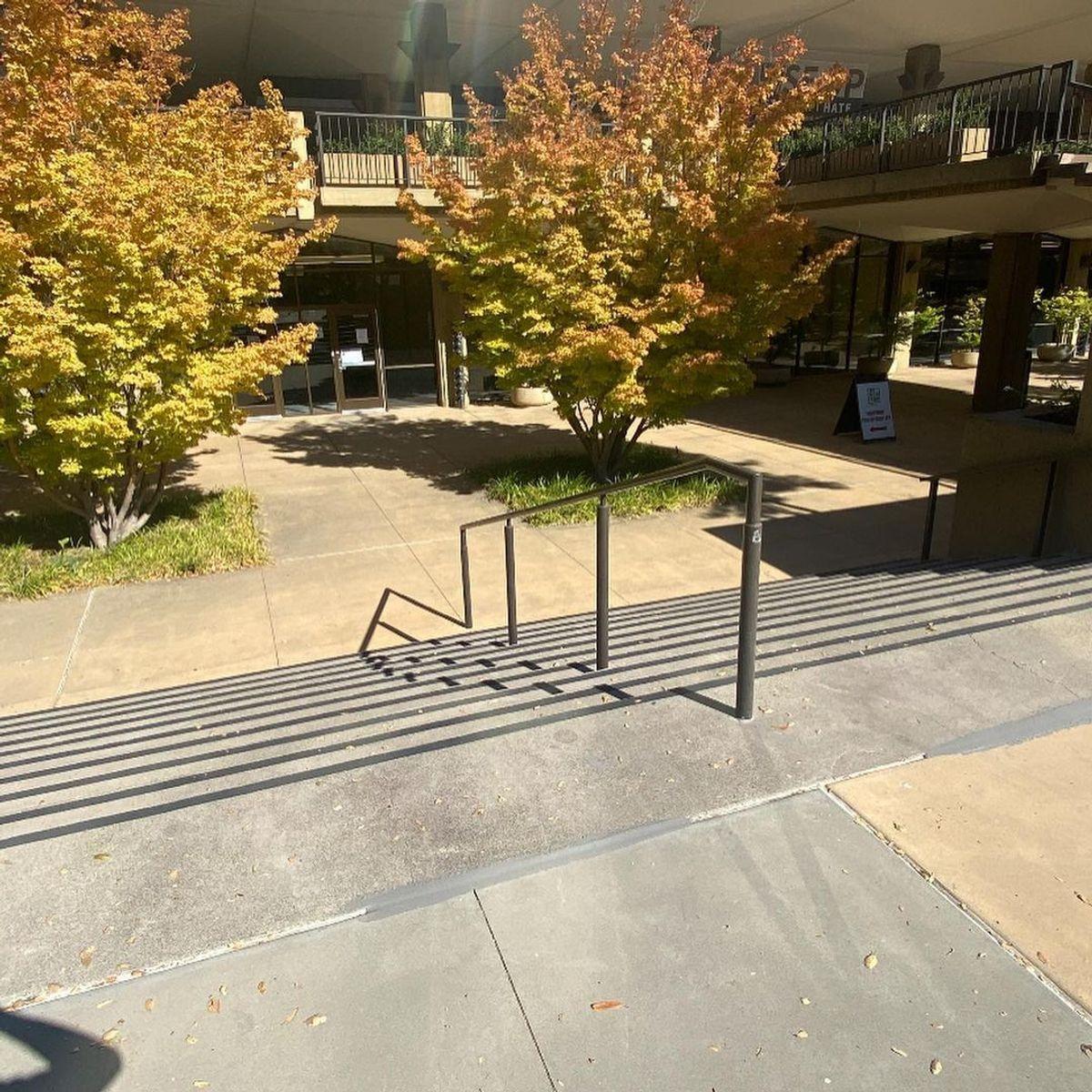 Image for skate spot Stanford University - 10 Stair Rail