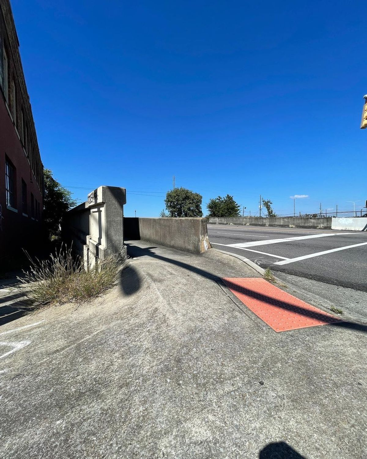 Image for skate spot 2nd Ave - Bump To Street
