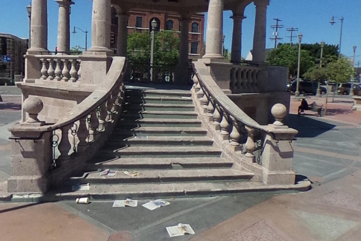 Image for skate spot 11 Stair/Pop out ledge