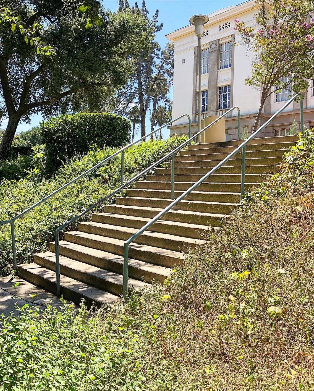 Image for skate spot University of Redlands - 16 Stair Rail
