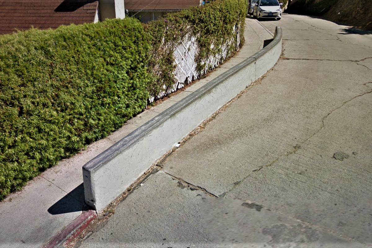 Image for skate spot Baxter St Curve Ledge