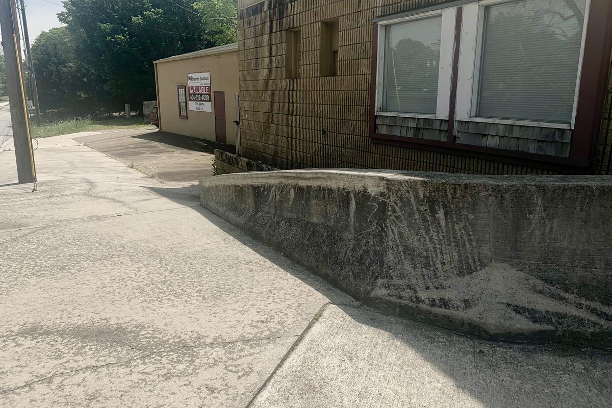 Image for skate spot Jersey Barrier Down Ledge