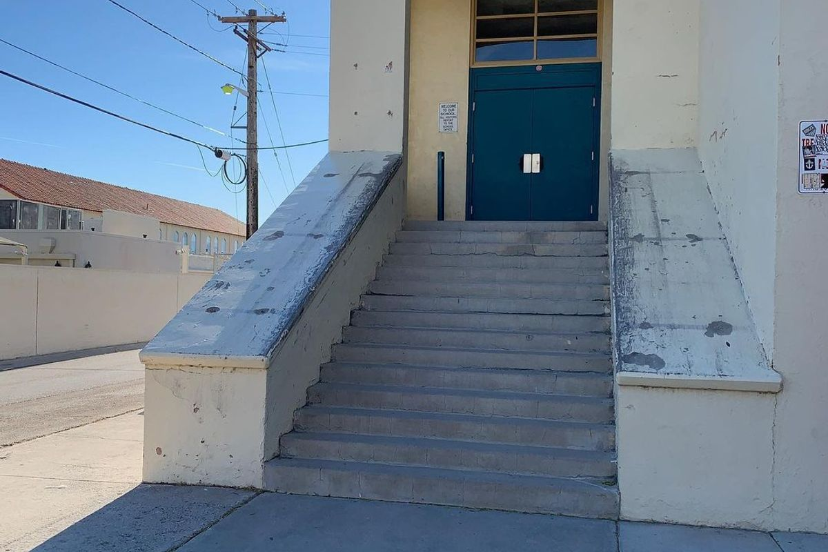 Image for skate spot Low Hubba