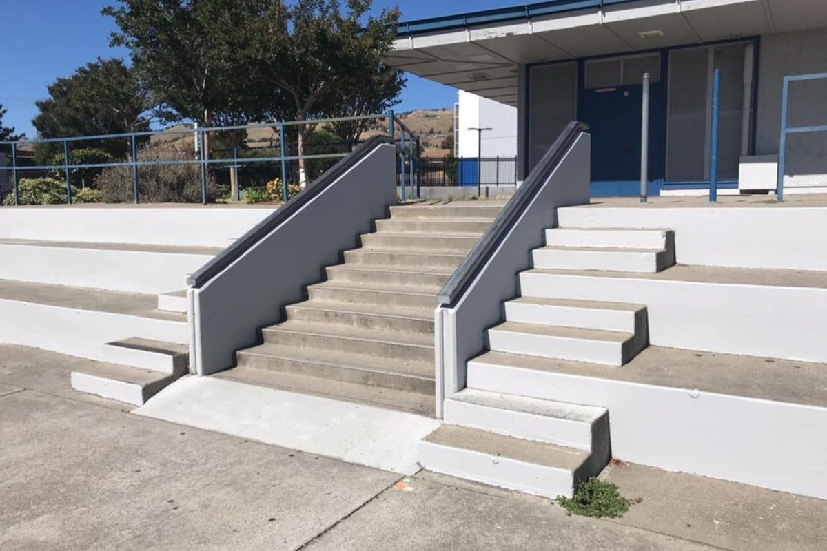 Image for skate spot Quimby Oak Middle School 9 Stair Rail