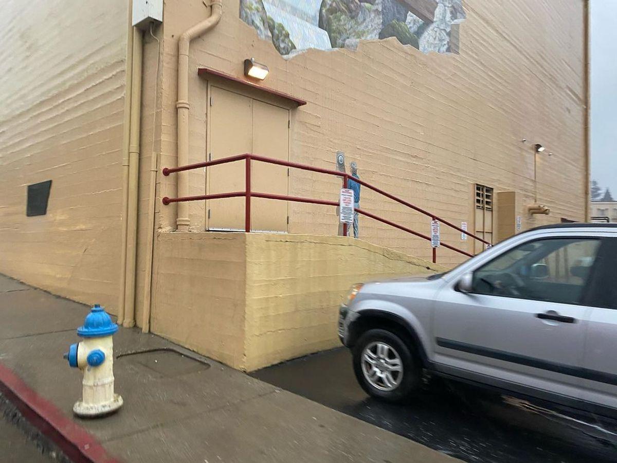 Image for skate spot Del Oro Theatre - Bump To Bar