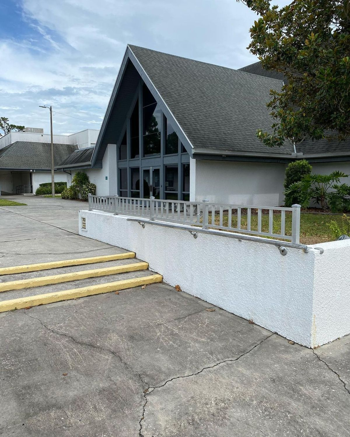 Image for skate spot Conway United Methodist Church - 3 Stair Out Rails