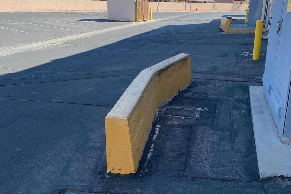 Image for skate spot Sunrise Marketplace Ledges