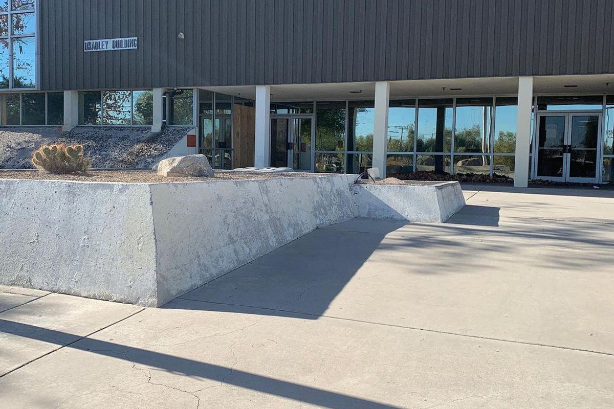 Image for skate spot East Sahara Ave Ledges / Wallrides