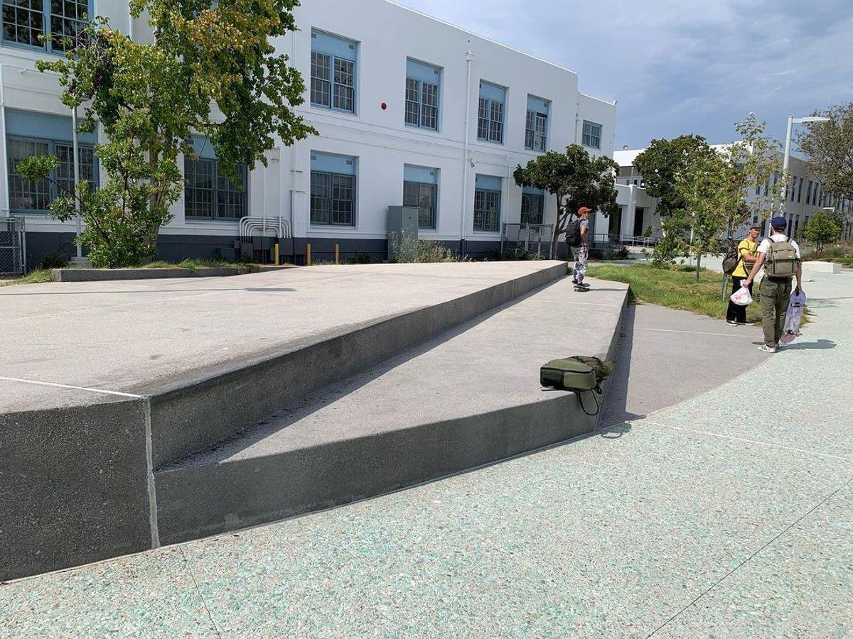 Image for skate spot Venice High School - Step Up Ledge