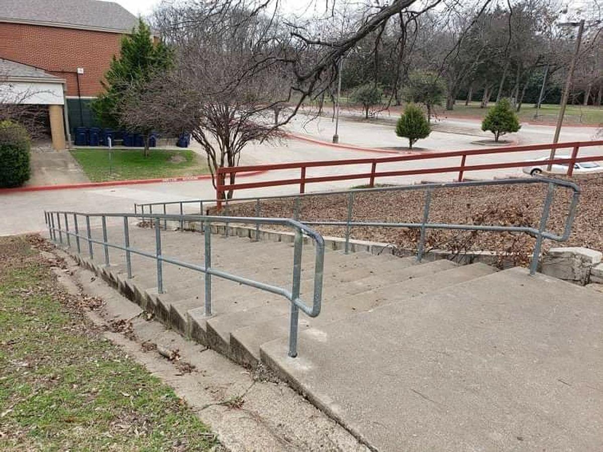 Image for skate spot Valley Creek Elementary School - 31 Stair Rail
