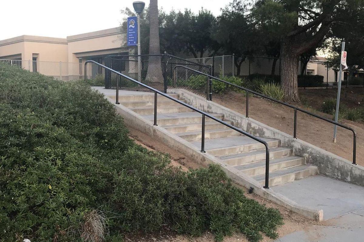 Image for skate spot Palm Middle School Triple Set Rail