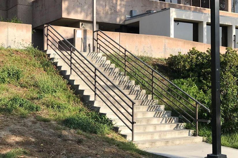 Image for skate spot Saddleback College 18 Stair Rail
