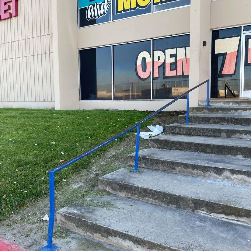 Image for skate spot Fabric Outlet - Long 9 Stair Rail