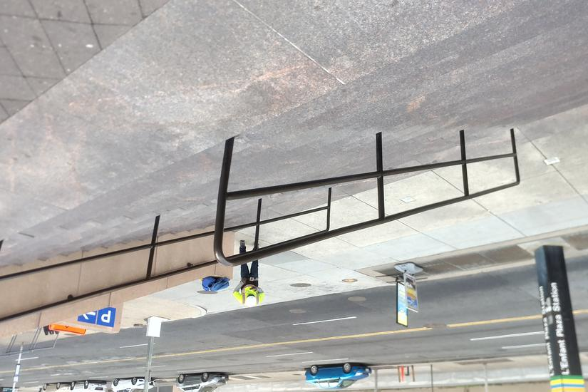 Image for skate spot Low hand rail L'enfat Plaza