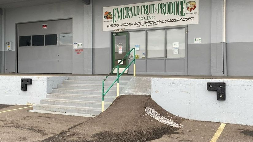 Image for skate spot Emerald Fruit & Produce Over Rail Into Bank