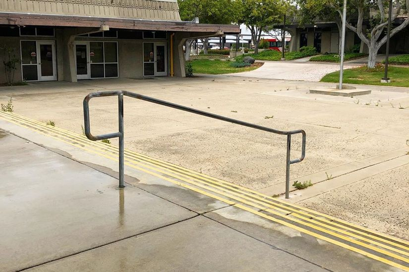 Image for skate spot Southwestern College 5 Stair Kink Rail