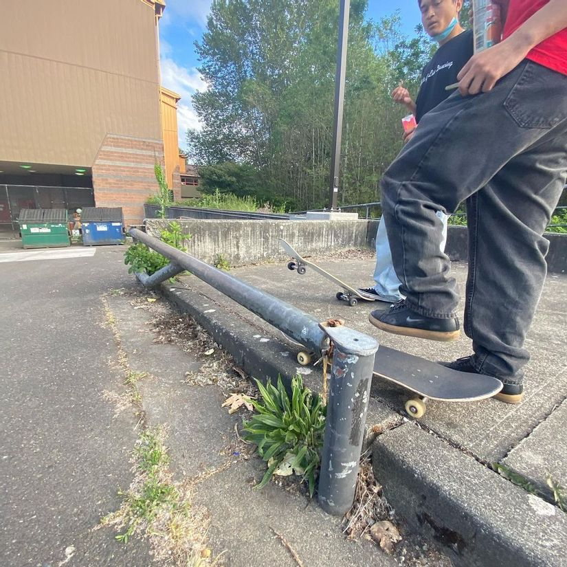 Image for skate spot Rising Star Elementary School - Pop Out Flat Rails