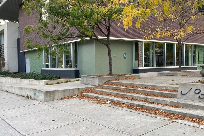 Image for skate spot Bleecker St Public Library Plaza