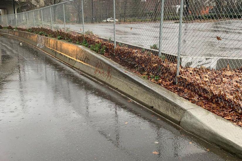 Image for skate spot Thurman Street Up Ledge