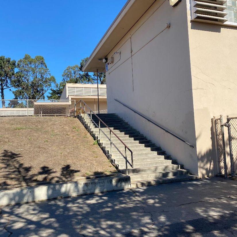 Image for skate spot Garden Village Elementary School 21 Stair Rail
