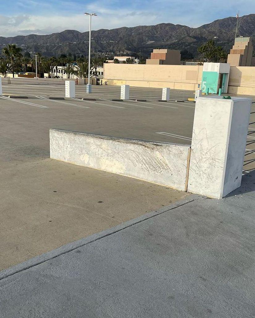 Image for skate spot Burbank Town Center Parking Deck Ledges