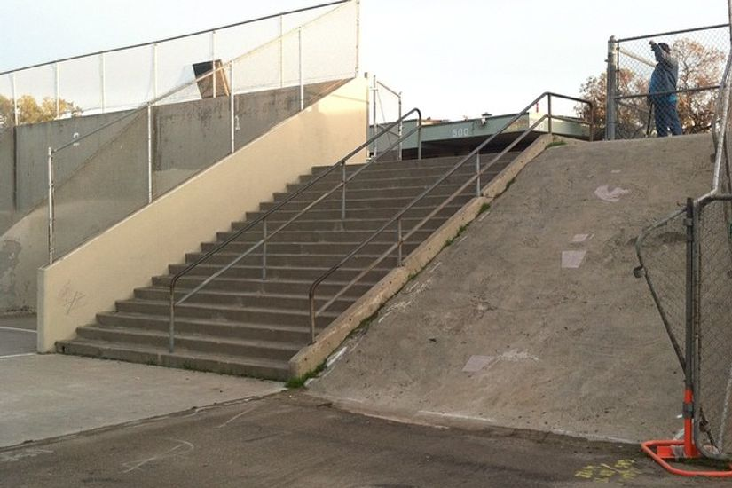 Image for skate spot Henry High School 17 Stair Rails