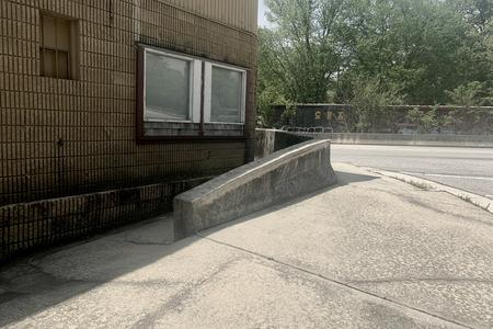 Preview image for Jersey Barrier Down Ledge