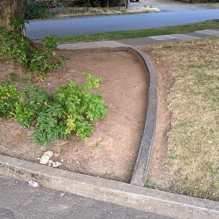 Preview image for SE 30th Ave - Curved Curb Ledge