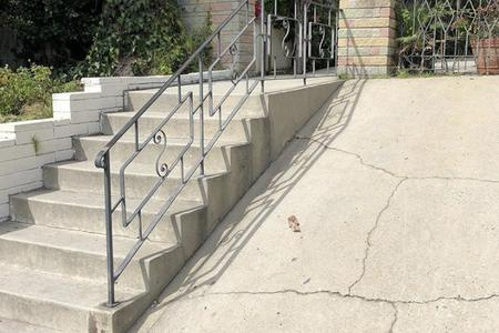Preview image for 8 Stair Rails / Bank