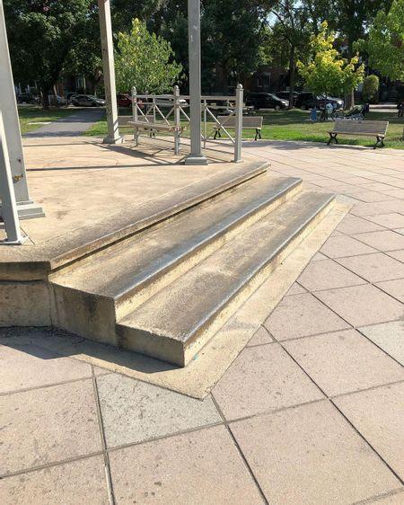 preview image for Parc De Normanville - 3 Stair Ledge