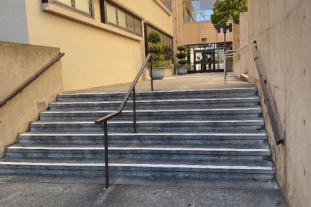 Preview image for SFSU 7 Stair Kink Rail