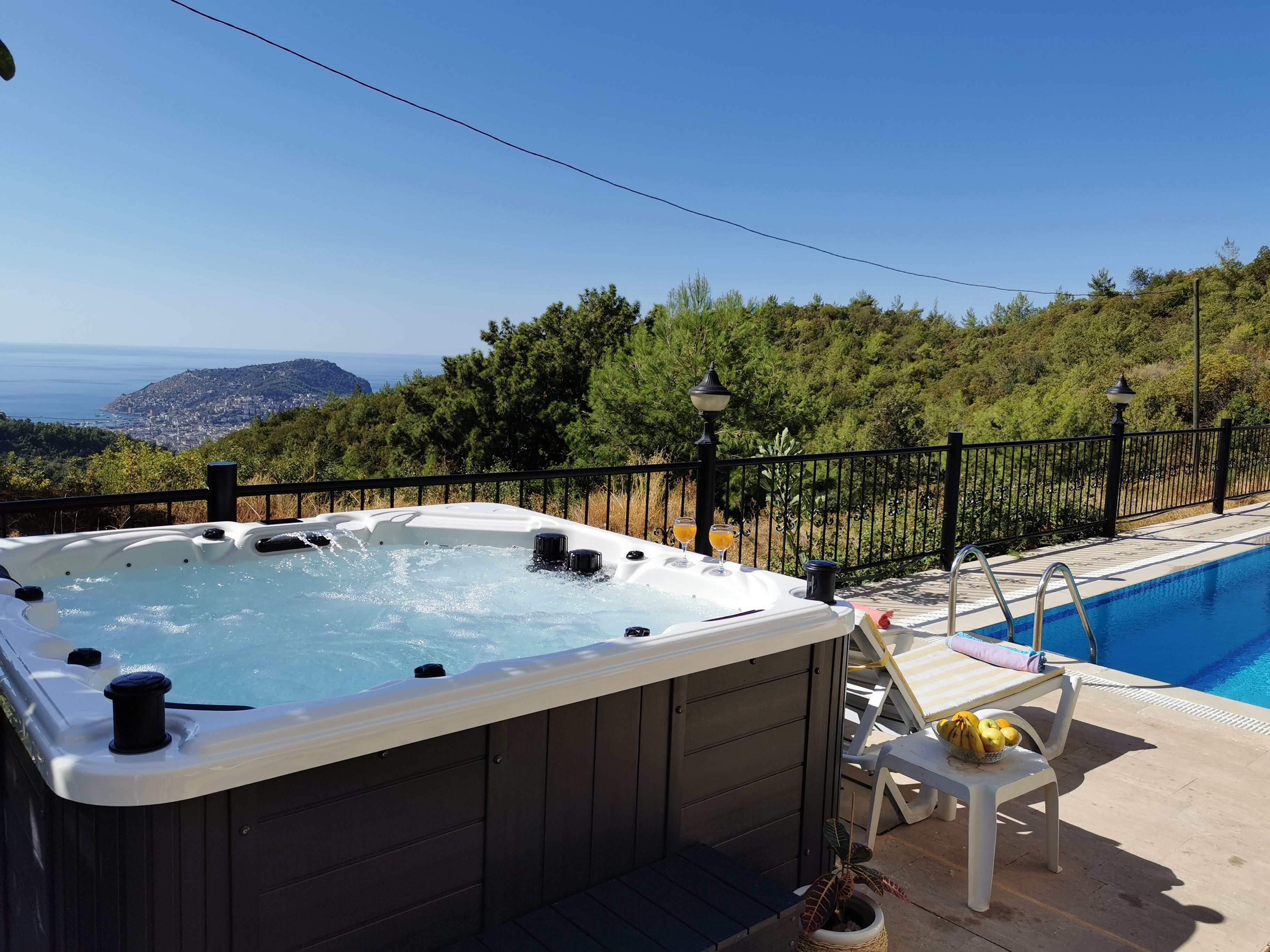 Relax in your jacuzzi and enjoy the view