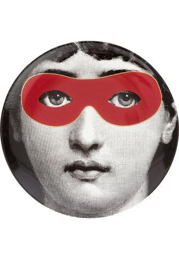 Piatto con volto stampato con maschera