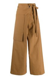 Pantaloni con nodo laterale