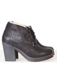 Low Boots BESS Noires