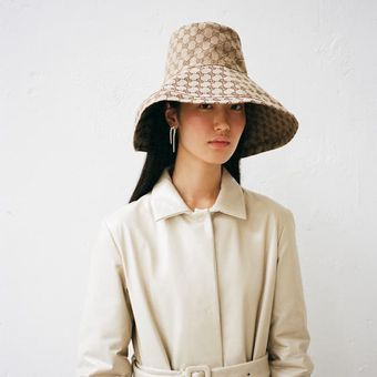 A light-colored wardrobe for the new season
