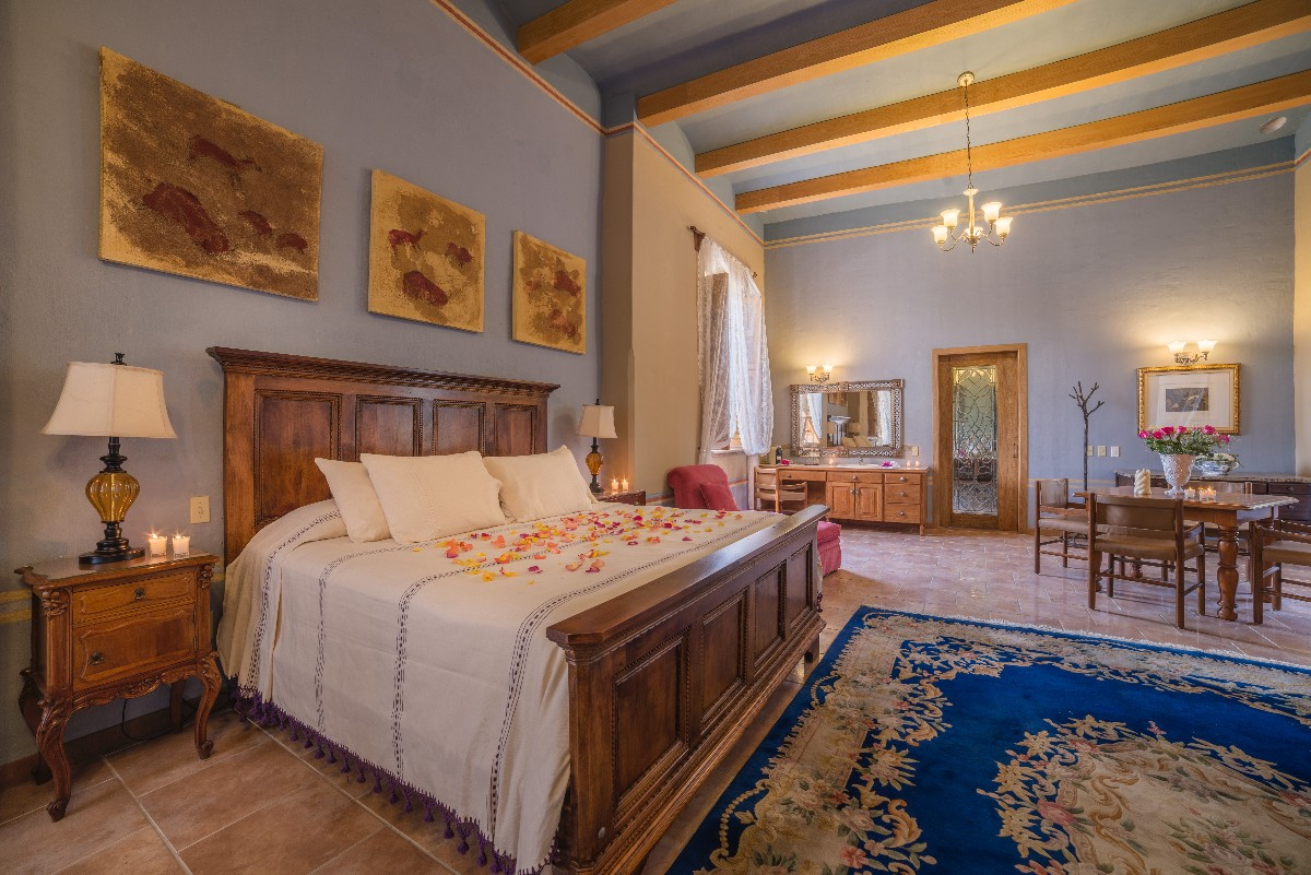 Colonial Suite-0
