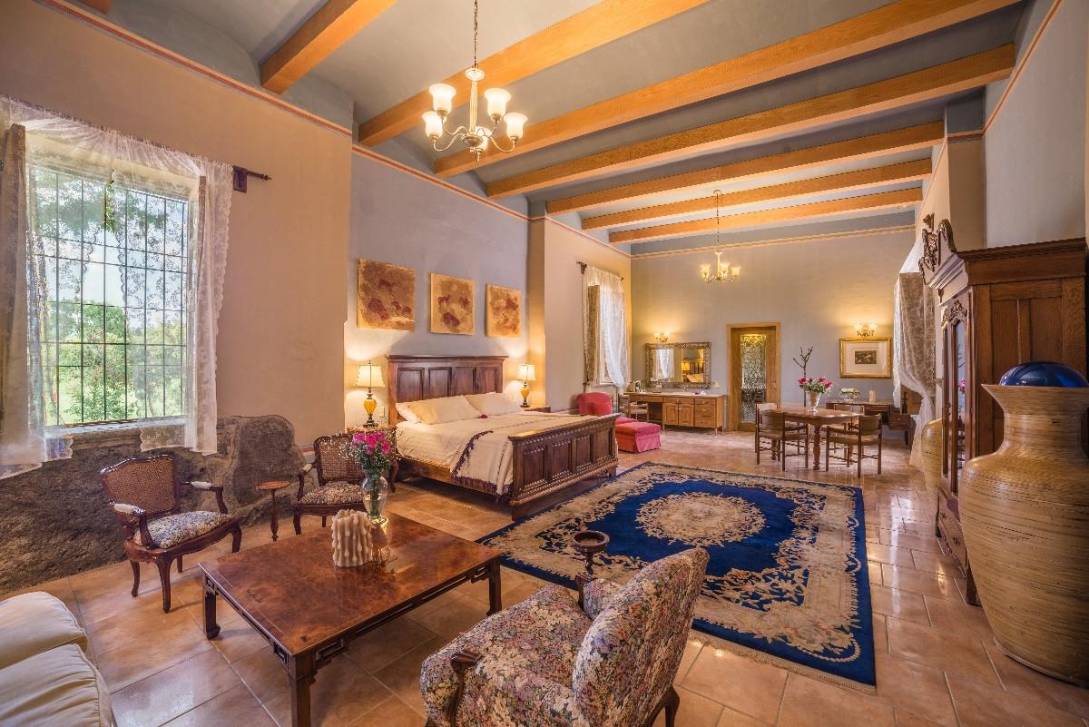 Colonial Suite-1