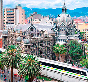 Travel to Medellín from Bogotá with Wingo tickets and visit Plaza Botero