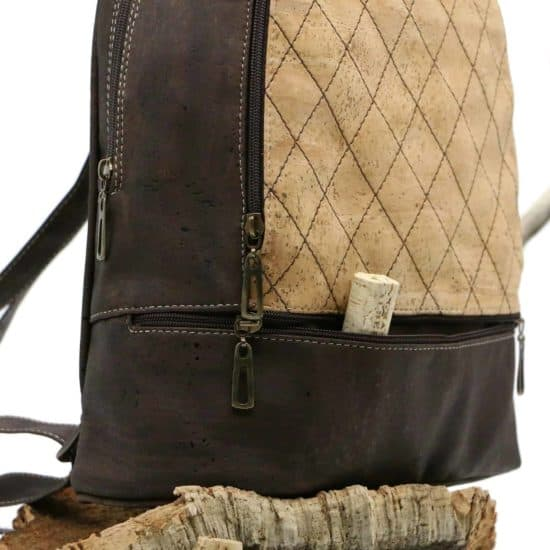 Rucksack aus Kork mit vielen Zippern