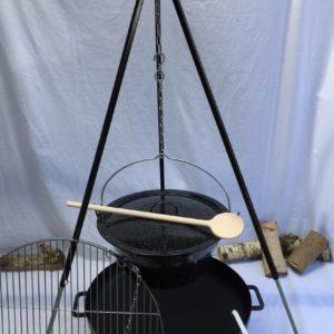 Driepoot met pan en vuurschaal