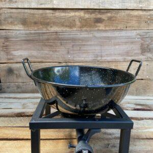 Wokbrander met wokpan