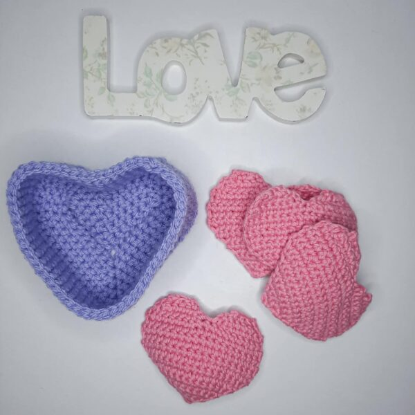 Heart shaped basket and face scrubbies set - main product image