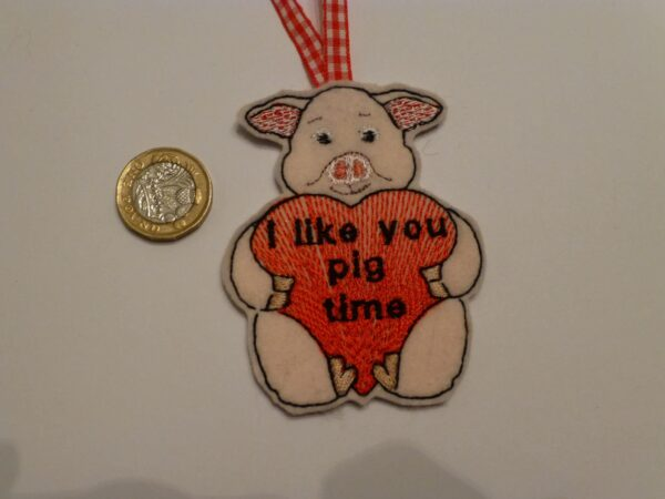 Hanging decoration – Valentine pig - main product image